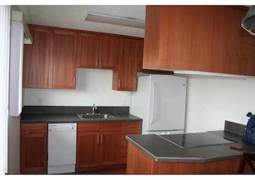 Updated 2 Bedroom Apartment 1 Block From NE Glisan!
