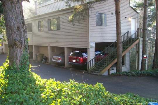 Lake Oswego Condo-Mt Park Recreation Center Membership Included
